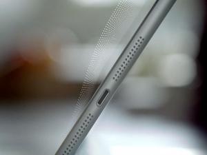 Динамики на iPad