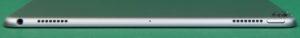 Два динамика, микрофон, кнопка включения и разъем 3,5 мм под наушники